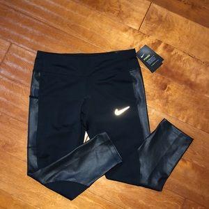 brand new nike cropped leggings